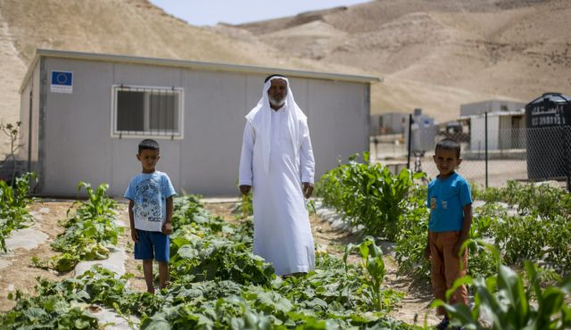 Khalil al-Hamadeen, Sateh el-Bahr Bedouin encampment. Photo by Olivier Fitoussi.
