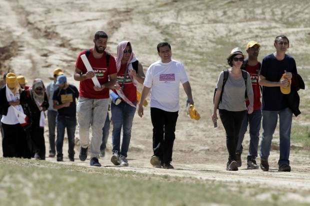 Ayman Odeh (C) alongside several dozen protesters march in the Bedouin village of Wadi al-Naam on 26 March, 2015, near the city of Beersheba (AFP)